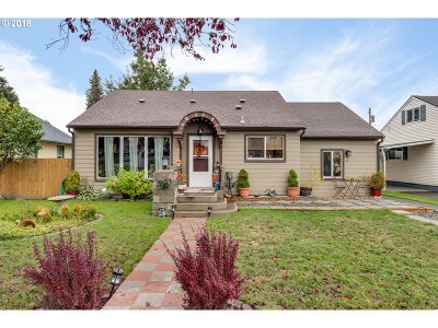 Cowlitz County Single Family Home For Sale: 2843 Field St
