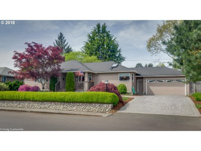 Portland Single Family Home For Sale: 8135 SW Valley View Dr