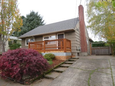 Multnomah County Single Family Home For Sale: 7715 SE Clay St