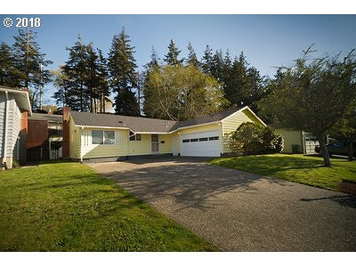 North Bend Single Family Home For Sale: 3829 Vista Dr