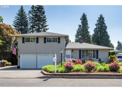 Milwaukie Single Family Home For Sale: 14600 SE Thelma Cir