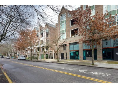 Condo/Townhouse For Sale: 305 SW Montgomery St #304