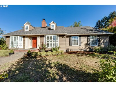 Portland Single Family Home For Sale: 7031 SW Canyon Ln