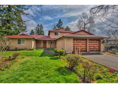 Milwaukie, Clackamas, Happy Valley Single Family Home For Sale: 2820 SE Laurelwood Dr