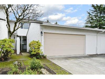 Gresham Condo/Townhouse For Sale: 3384 NE 29th St