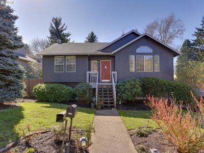 Portland Single Family Home For Sale: 5844 SW Huddleson St