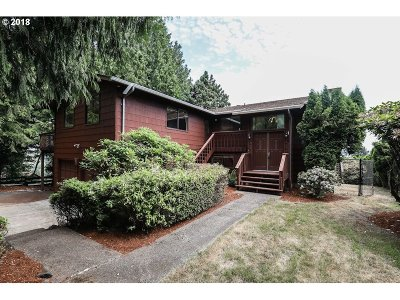 Cowlitz County Single Family Home For Sale: 3 Mt Hood Ln