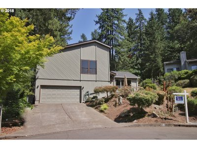 Lake Oswego Single Family Home For Sale: 4 Essex Ct