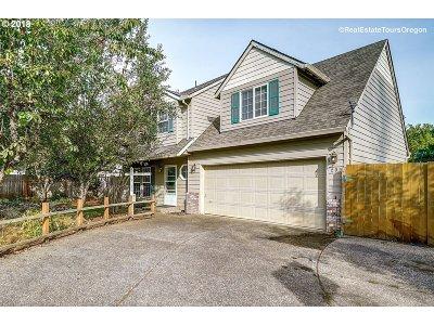 Hillsboro Single Family Home For Sale: 209 NW Scott St
