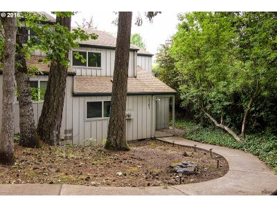 Eugene Condo/Townhouse For Sale: 2101 Hawkins Ln