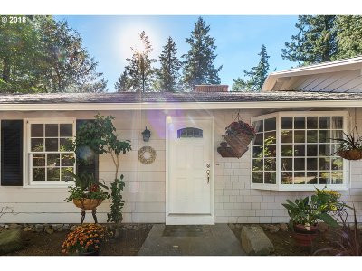 Lake Oswego Single Family Home For Sale: 6182 SW Dawn St