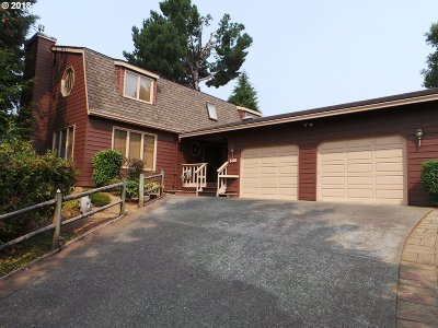 Coos Bay Single Family Home For Sale: 680 Telegraph Dr