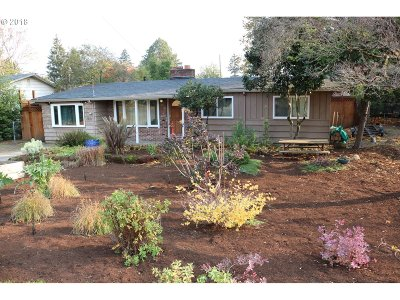 Portland Single Family Home For Sale: 2250 SE 117th Ave