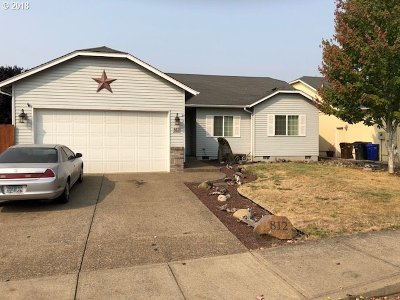 Molalla Single Family Home For Sale: 812 Meadow Dr