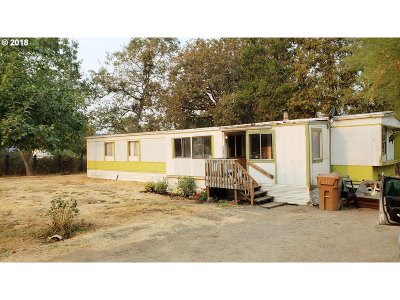 Myrtle Creek Single Family Home For Sale: 220 Wecks Rd