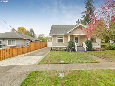 Milwaukie Single Family Home For Sale: 11827 SE 28th Ave