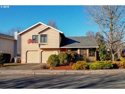 Beaverton Single Family Home For Sale: 15955 NW Oakhills Dr
