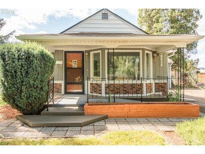 Milwaukie Single Family Home For Sale: 3326 SE Wister St