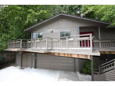Portland Single Family Home For Sale: 3205 SW Garden View Ave