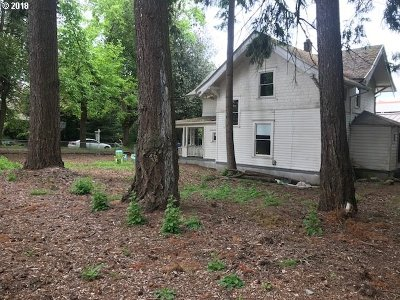 Portland Single Family Home For Sale: 230 NE 65th Ave