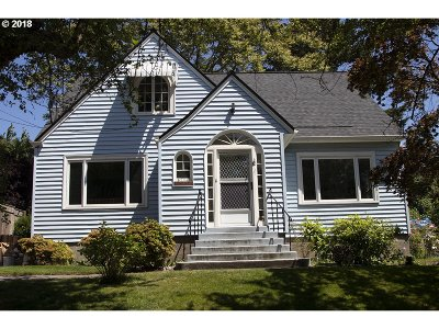 Portland Single Family Home For Sale: 2104 SE 28th Pl