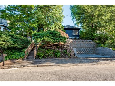 Portland Single Family Home For Sale: 1730 SW Custer St
