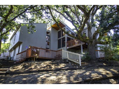 Roseburg Single Family Home For Sale: 1172 SE Hawthorne Dr