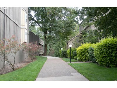Lake Oswego Condo/Townhouse For Sale: 4 Touchstone #122