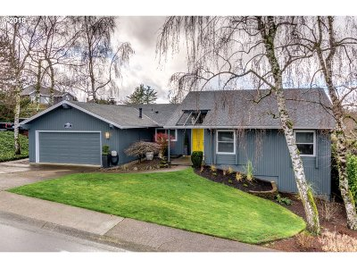 West Linn Single Family Home For Sale: 2118 Club House Dr
