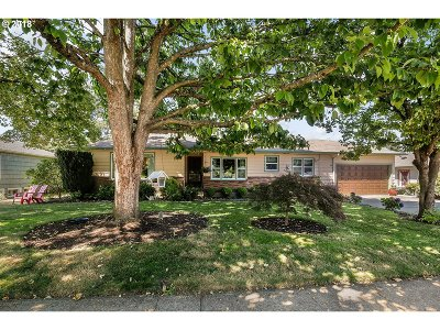 Single Family Home For Sale: 6261 SE Knight St