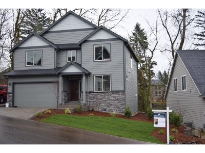 Washougal Single Family Home For Sale: 950 Fairway Dr