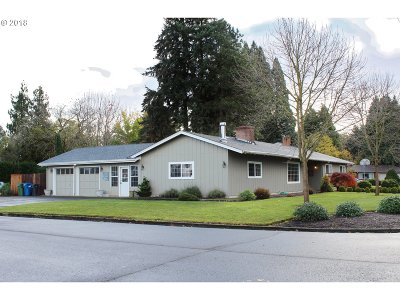 Woodburn Single Family Home For Sale: 130 Smith Dr