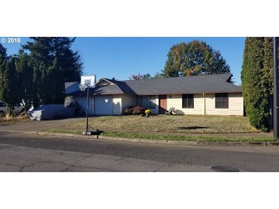 Gresham Single Family Home For Sale: 2047 NE 36th Ct