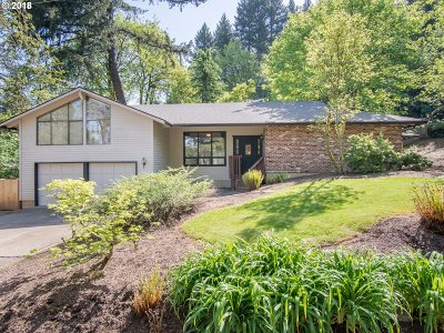 Lake Oswego Single Family Home For Sale: 17040 Fernwood Dr