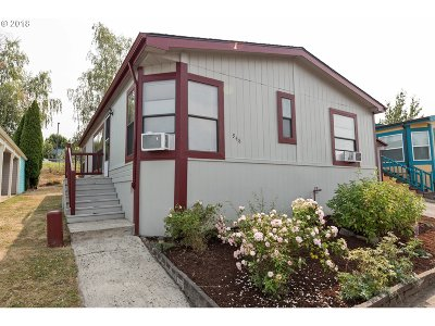 Troutdale Single Family Home For Sale: 948 SW Sunset Way