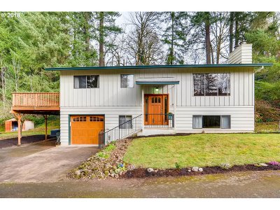 Milwaukie Single Family Home For Sale: 14010 SE Douglas Fir Ct