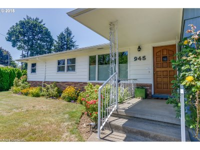 Portland Single Family Home For Sale: 945 SE 165th Ave