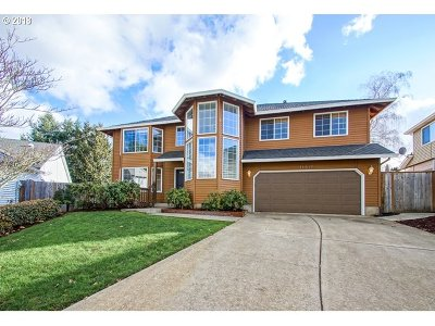 Tigard Single Family Home For Sale: 11577 SW Shoreview Pl