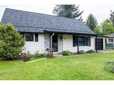 Troutdale Single Family Home For Sale: 732 SW 15th St