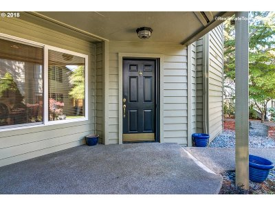 Lake Oswego Condo/Townhouse For Sale: 5053 Foothills Dr #B