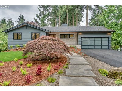 Lake Oswego Single Family Home For Sale: 4750 Upper Dr