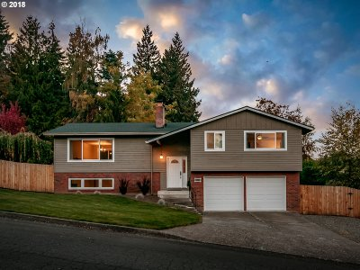 Milwaukie Single Family Home For Sale: 6022 SE Alderhill Loop