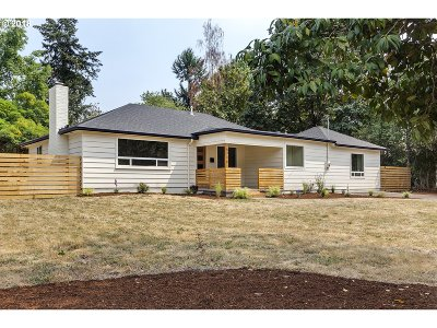 Milwaukie Single Family Home For Sale: 15710 SE Francis Ave