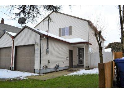 Single Family Home For Sale: 8236 SE Alder St