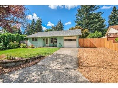 Milwaukie, Clackamas, Happy Valley Single Family Home For Sale: 12235 SE Redwood Ave