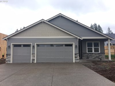 Estacada Single Family Home For Sale: 102 NE Overlook Ct