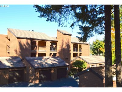 Lake Oswego Condo/Townhouse For Sale: 199 Oswego Smt #199