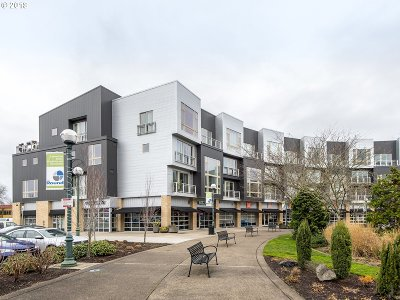 Beaverton Condo/Townhouse For Sale: 12600 SW Crescent St #420