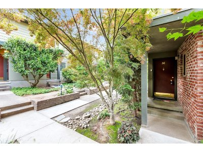 Condo/Townhouse For Sale: 908 SW Gaines St #26