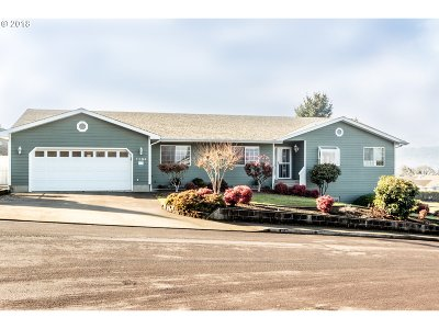 Roseburg Single Family Home For Sale: 1104 W Winter Ridge Dr